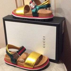 💕new Gucci girls gold with iconic green/red web